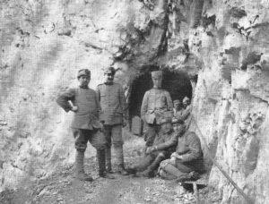 Gruppo Ufficiali col Cap. Picone